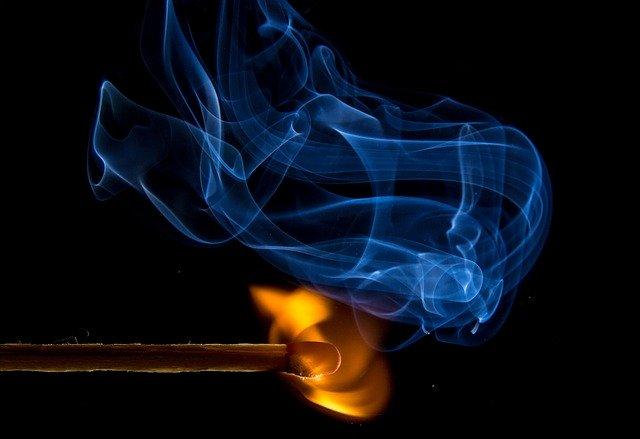 احکام روزه - کدام مرجع تقلید سیگار کشیدن را مبطل روزه نمی داند؟